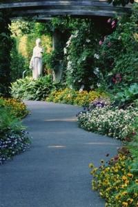 Jardim e estátua